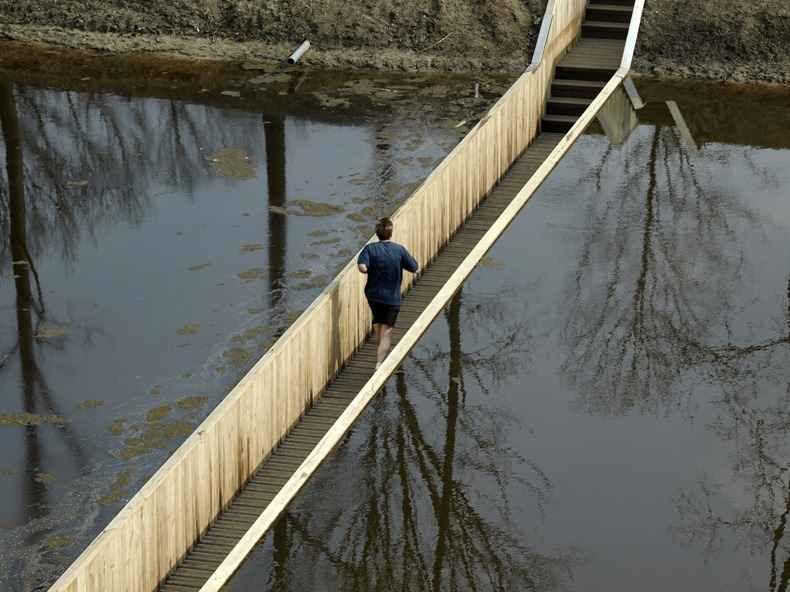 Мост ниже уровня воды