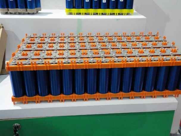 Литий-железо-фосфатные батареи LiFePO4 энергоемкостью 14 кВт*ч