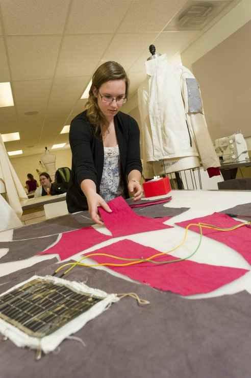 Одежды из натуральных волокон, которая будет собирать солнечную энергию