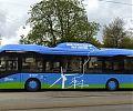 Электрический автобус, заряжающийся во время движения