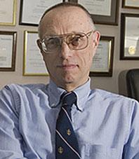 Cотрудник НАСА Деннис Бушнелл
