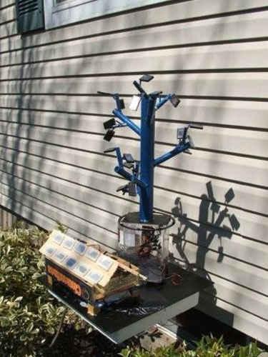 Дерево с солнечными батареями