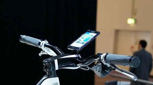 Смартфон Samsung Galaxy S II, интегрированный в систему управления велосипедом