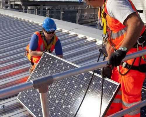 Монтаж солнечных панелей на Блэкфрайарзе