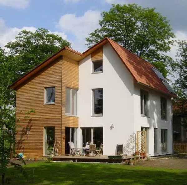 В архитектуре нулевого дома используется максимальное остекление с южной стороны и минимальное с северной