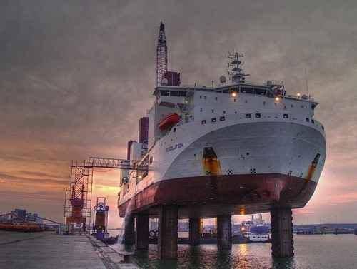 Специальное судно TIV Resolution