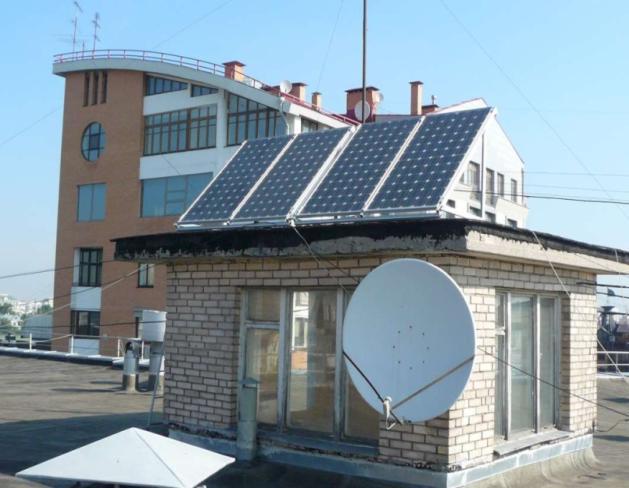 Солнечные батареи на крыше высотного дома